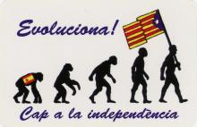 The sticker shows a typical image of evolution. It starts with small apes and builds its way up to an image of today's man. On the ape there is a Spanish flag. The man at the end of the evolution sequence is holding a Catalan Independence Flag.